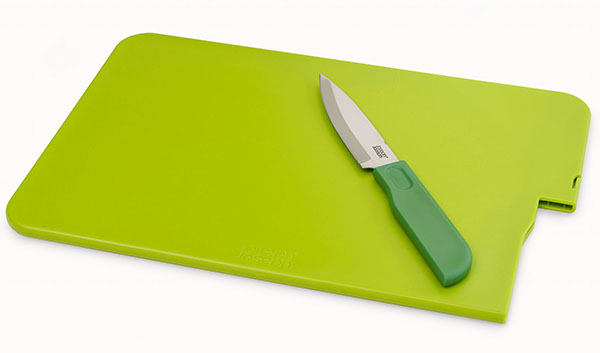 Kitchen Knife and cutting board